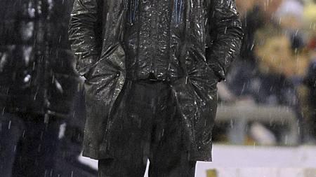 REGNFULLT: Ikke mye å glede seg over for Brendan Rodgers. (Foto: Martin Rickett/Pa Photos)