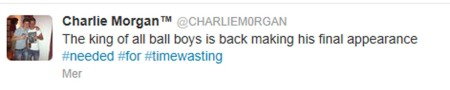 Charlie Morgan meldte på twitter at han kom til å forsøke å sabotere spillet i semifinalen mellom Swansea og Chelsea ved å drøye tid som ballgutt.   (Foto: TWITTER)