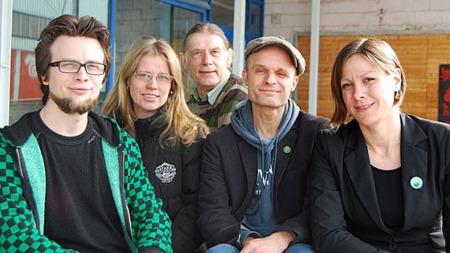 GRØNN SAMLING: Toppkandidatene Sondre Båtstrand (Bergen), Heidi Opoku (Trondheim), Jan Bojer Vindheim (Trondheim), Harald Nissen (Oslo) og Hanna Marcussen (Oslo). Partiet stiller til valg i 54 kommuner. (Foto: Kjetil Løset). (Foto: Kjetil Løset/TV 2)