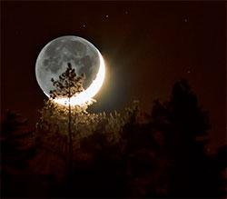 Jordskinn lyser opp nymånen 14. januar. (Foto: Ronny Tertnes)