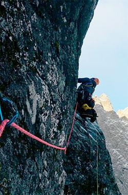 Veggen er nordvendt, så de tre klatret i skyggen hele tiden. (Foto: Privat)