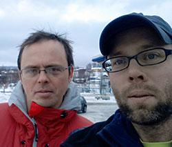 Andrew og Tormod under en pause på vei fra Åndalsnes til Oslo onsdag. (Foto: Privat)