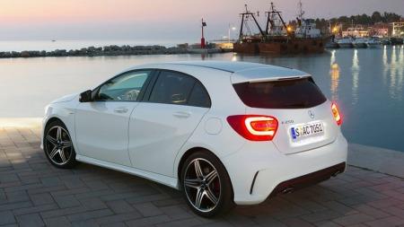 Mercedes-Benz har klart å beholde merkets klassiske eleganse og samtidig bygge inn mye dynamikk i designet på den nye bilen. Det har de fått godt betalt for i publikumsrespons.