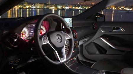 Sportslig interiør, god ergonomi og kule teknologiske løsninger bidrar til å gjøre A-klasse til en bil med entusiast-tekke.