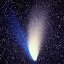Mange husker kometen Hale-Bopp, godt synlig våren 1997. I tillegg til halene av støv og gass hadde denne kometen også en hale av natrium, bare synlig med spesielle instrumenter. (Foto:  Johannes-Kepler-Observatory)