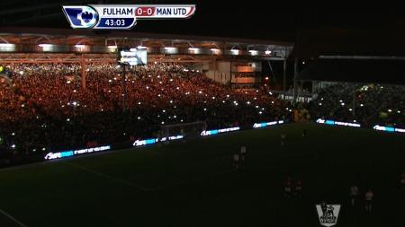 LYSET GIKK: 42 minutter ut i oppgjøret mellom Fulham og Manchester United gikk lyset.