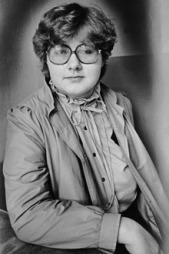 Erna Solberg som ung politikerspire i Bergen Unge Høyre tidlig på 80-tallet. Partifellene var usikre på om hun var blå nok.  (Foto: Morgenavisen/Bergen byarkiv)