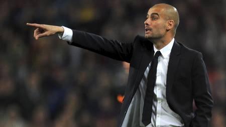 NYUTNEVNT BAYERN MUNCHEN-SJEF: Holder Sir Alex fortet til Guardiola eventuelt tar over i 2016? (Foto: LLUIS GENE/Afp)