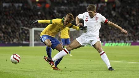 AVKLEDD: Engelske aviser mener Neymar ble avkledd mot England. (Foto: Nick Potts/Pa Photos)