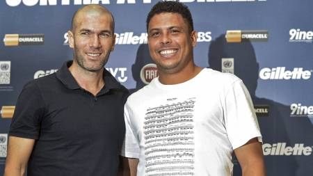 FORBILDER: Zidane og Ronaldo var Vidics forbilder på fotballbanen i oppveksten. (Foto: YASUYOSHI CHIBA/Afp)