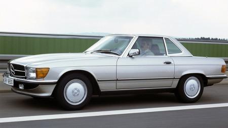 Broom-redaksjonens førstehåndskjennskap til varmetråder i bakruten stopper ved 1972, representert ved redaktør Knuts tidligere Mercedes SL av R107-generasjonen, som hadde slike i bakruten på hardtoppen.