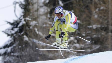 Aksel Lund Svindal i svevet på mandagens utfor i superkombinasjonen i Schladming-VM. (Foto: SAMUEL KUBANI, ©sk/bf)