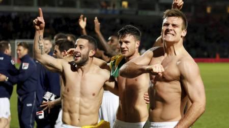 SLO UT NORWICH: Luton-spillerne jublet som gale etter 1-0-seier   på Carrow Road i fjerde runde. (Foto: STEFAN WERMUTH/Reuters)