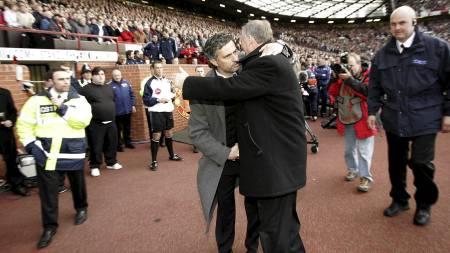 GODE VENNER: José Mourinho og Sir Alex Ferguson har møttes flere ganger tidligere. (Foto: JON SUPER/AP)