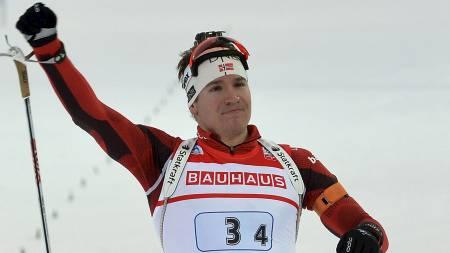 SJARMØR: Emil Hegle Svendsen gikk i mål ensom og alene (Foto: ALBERTO PIZZOLI/Afp)