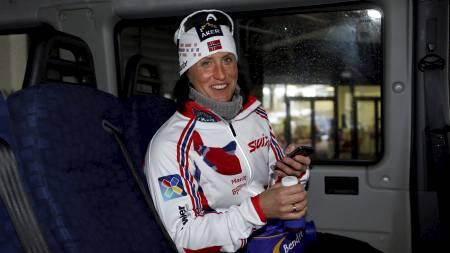 Marit Bjørgen etter pressekonferansen i Cavalese, Italia i forbindelse med gullet i klassisk sprint 1,2 kilometer i VM i Val di Fiemme 2013 torsdag. (Foto: Åserud, Lise/NTB scanpix)