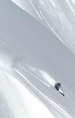 De første svingene går bra. Fjellsiden er bratt, mellom 30 og 40 grader. (Foto: Swatch Skiers Cup )