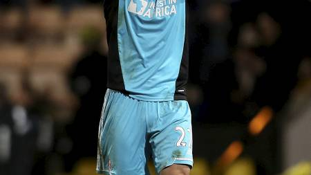 APPLAUS: Sunderland-keeper Simon Mignolet får ofte applaus for   gode redninger. (Foto: Stephen Pond/Pa Photos)