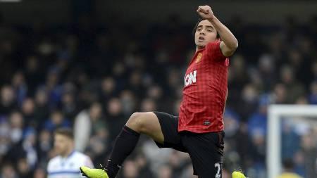HOPPENDE GLAD: Rafael imponerte med godt spill og en kanonscoring i første omgang mot QPR (Foto: NIGEL RODDIS/Reuters)