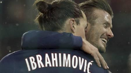 Zlatan Ibrahimovic, her sammen med David Beckham, er suspendert i kveldens CL-retur hjemme mot Valencia (Foto: Thibault Camus/Ap)
