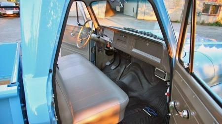 Om bilene er spartanske i utgangspunktet, er det lett å forstå hvorfor de er populære når de ser så strøkne ut som denne. Chevroleten er muligens den fineste 60-tallspickupen vi har sett annonsert så langt. (Foto: Autodb.no)