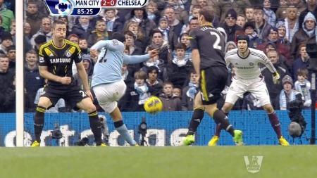 Tevez hamrer inn 2-0 for Manchester City mot Chelsea