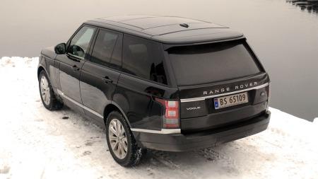 Konservativ og diskret, samtidig som den er både  småbøllete og moderne. Range Rover har klart den vanskelige kombinasjonen enda en gang.  (Foto: Benny Christensen)
