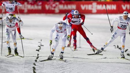 SLO NORTHUG: I Tour de Ski i Val Müstair i romjula slo svenskene Petter Northug i en spurt. Fra venstre: Emil Jönsson, Calle Halfvarsson og Marcus Hellner. (Foto: Grøtt, Vegard/NTB scanpix)