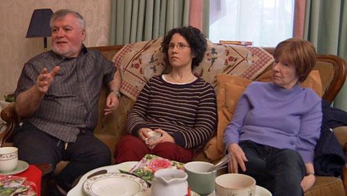 LDN-PASIENTER. Frank Canavan sliter med lungeinfeksjoner, Sarah   Meehan har ME, mens Anne Hoye har brystkreft med spredning. De er pasienter   hos doktor O'Flaherty, og sier LDN har forandret livene deres. (Foto:   Frank Melhus / TV 2)