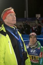 Renndirektør Walter Hofer og Anders Bardal etter lagkonkurransen i Val di Fiemme. (Foto: Bendiksby, Terje)