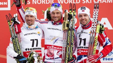 TOK BRONSE: Tord Asle Gjerdalen (t.v) tok bronse på 15 kilometer   fri teknikk bak Petter Northug jr. og Johan Olsson. (Foto: Bendiksby,   Terje)