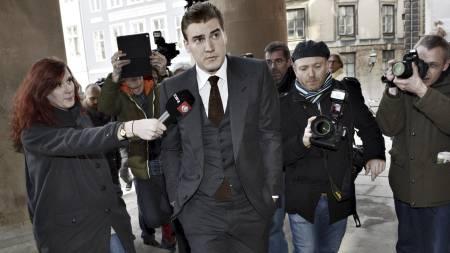 Nicklas Bendtner på vei inn for å få dommen for dyllekjøringen sin. Det endte med en bot på over 800 000 kroner. (Foto: KELD NAVNTOFT/Afp)