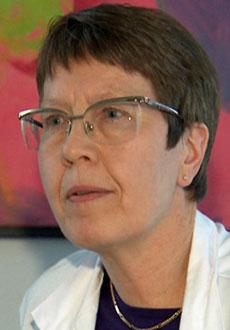 - ALS-syke dør i gjennomstnitt etter tre år. Ca. fem prosent lever i ti år, sier lege Sigrid Botne Sando. (Foto: TV 2)