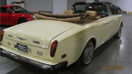 Bare drøyt 3.200 åpne Cornicher ble produsert av første generasjon, som regnes frem til en omfattende facelift i 1988. Modellen ble videreutviklet og hang med helt til 1995. (Foto: eBay.com)