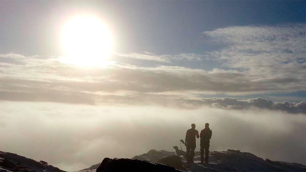 Tåken siger innover fjellet. Vakker! (Foto: John Willy Hansen)