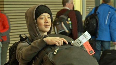 Ayumu Hirano ankom Gardermoen i forkant av The Arctic Challenge. (Foto: TV 2)