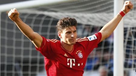 Mario Gomez spiller trolig på topp for Bayern   Munchen i kveld (Foto: KAI PFAFFENBACH, ©KP/mel)