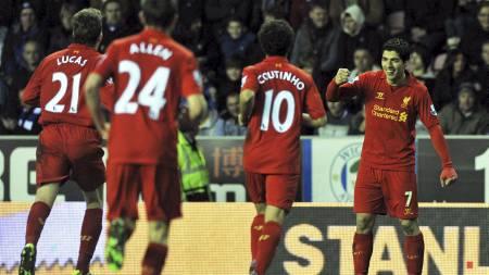 LAGETS HELT: Luis Suarez er mannen hele Liverpool ser mot (Foto:   PAUL ELLIS/Afp)