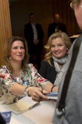 Fredag kveld var prinsesse Märtha Louise og Elisabeth Nordeng på Alternativmessen i Grieghallen fredag kveld.  (Foto: Marit Hommedal / NTB scanpix)