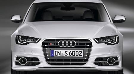 Slik ser det ut hvis du får en Audi S6 opp i bakspeilet. Da er det sannsynligvis god grunn til å slippe den forbi...