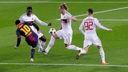 LURTE MILAN-FORSVARET: Lionel Messi satte inn 1-0 til Barcelona etter bare fem minutter. (Foto: JOSEP LAGO, ©JL/ql)