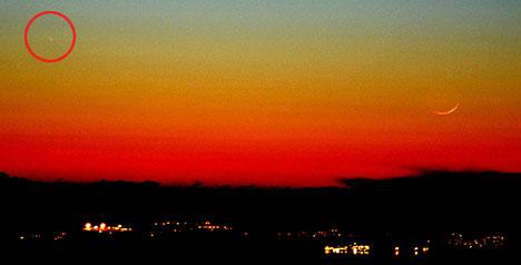 Pan-STARRS fotografert fra Fanafjellet klokken 19.44 tirsdag. – Vi kunne ikkje sjå kometen med det blotte auget, men i prismekikkert og eit lite teleskop var den synleg med ein bitteliten hale, forteller Roar Inge Hansen. (Foto: Roar Inge Hansen)