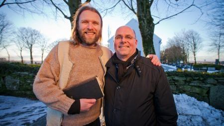 Aune Sand og pastor Egil Svartdahl (Foto: Harald Boe)