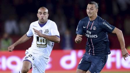 ØNSKET AV BARCA: Aymen Abdennour, her i duell med Zlatan Ibrahimovic, hevder at Barcelona vil ha ham. (Foto: FRANCK FIFE/Afp)