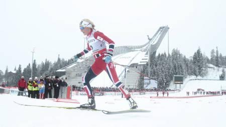 FULLSTENDIG OVERLEGEN: Therese Johaug knuste konkurrentene i Holmenkollen og tok sin femte verdenscupseier i karrieren. (Foto: Solum, Stian Lysberg/NTB scanpix)