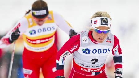 HANG MED I STARTEN: Justyna Kowalczyk prøvde seg de første kilometerne, men ble etter hvert parkert av Therese Johaug. (Foto: Grøtt, Vegard/NTB scanpix)