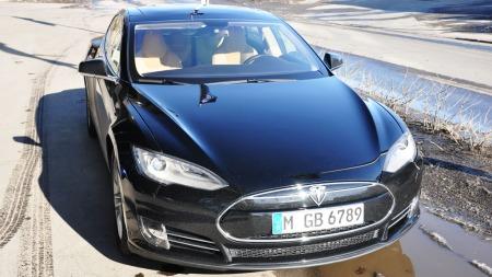Sort Tesla S