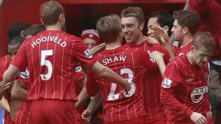JUBEL: Southampton-spillerne feirer sammen. (Foto: Sang Tan/Ap)