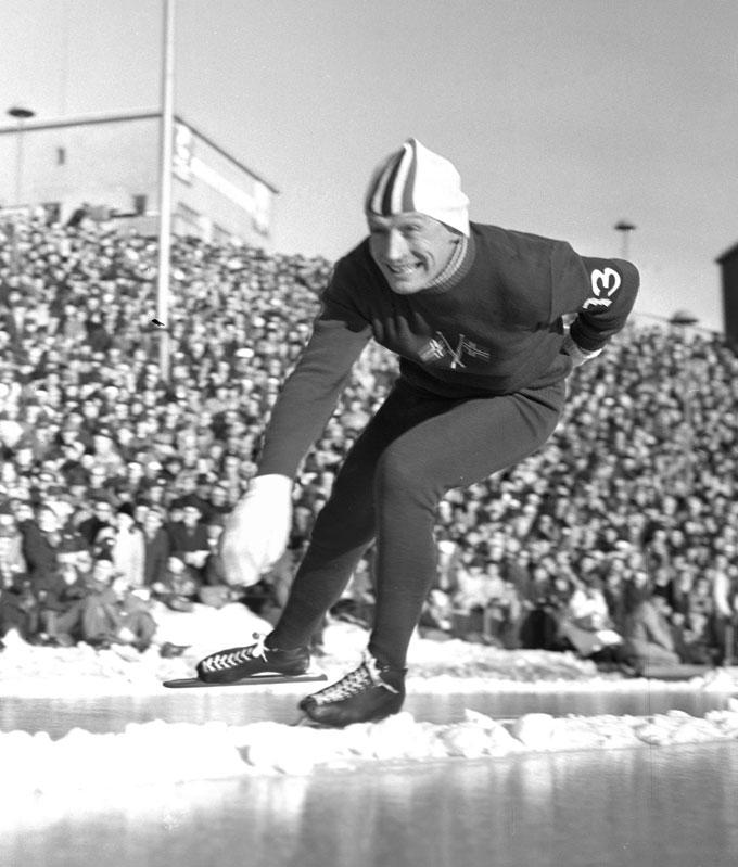 VM I 1956: Hjallis i aksjon under sitt avskjedsløp på Bislett. Han ble nr 3 sammenlagt. (Foto: NTB/Scanpix)