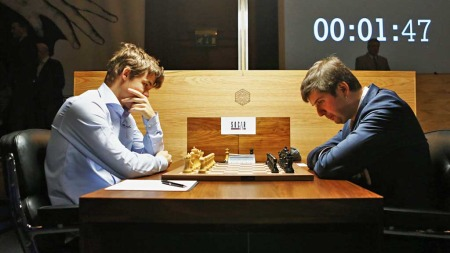 Magnus   Carlsen mot Pjotr Svidler (Foto: Scanpix)